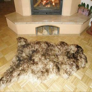 Hnedobiela ovčia kožušina - Single